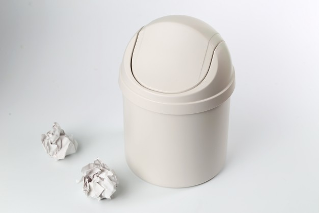 plastic-trash-can-on-white-background_1387-148